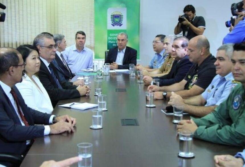 Governador em reunião, hoje, discutiu mudanças na secretaria de Segurança Pública (Foto: Marina Pacheco)
