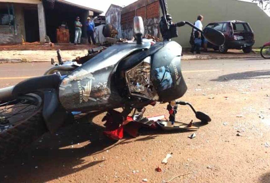 O motociclista foi socorrido pela ambulância municipal.