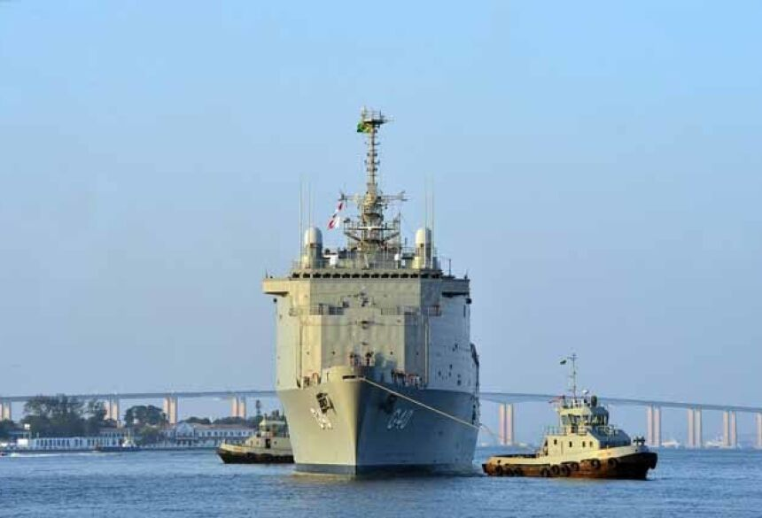 Navio da Marinha do Brasil, onde é realizado o estágio inicial dos alunos aprovados no curso de formação. — Foto: Ministério da Defesa/Divulgação