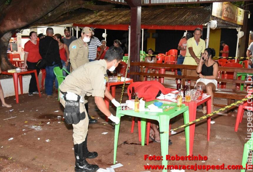 Corpo de Bombeiros isolando local do assassinato. / Foto: Robertinho