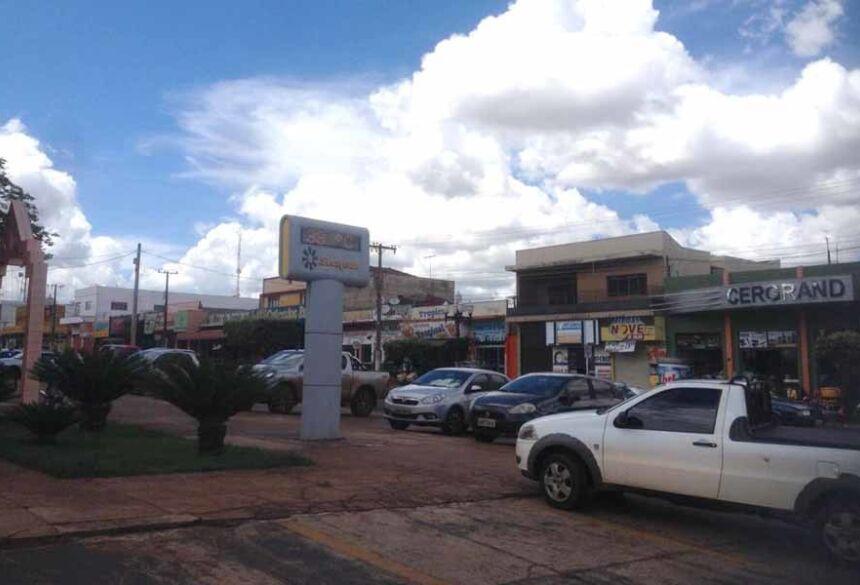 As 10:30 hs o termômetro da Praça Getúlio Vargas marcava 33º. Imagem AdeLuz