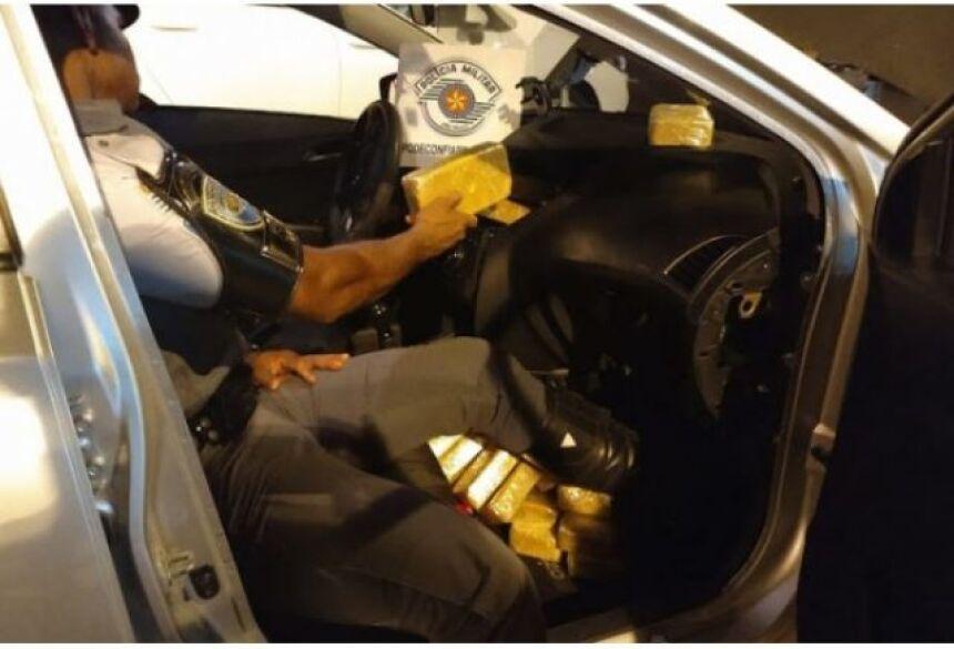 Droga saiu de Campo Grande e seria entregue em Prudente. (Foto: PMR/SP)