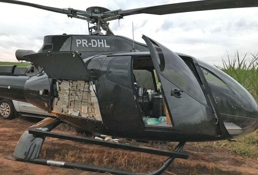 Helicóptero que transportava cocaína foi apreendido em canavial em Presidente Prudente — Foto: Divulgação/PF-SP