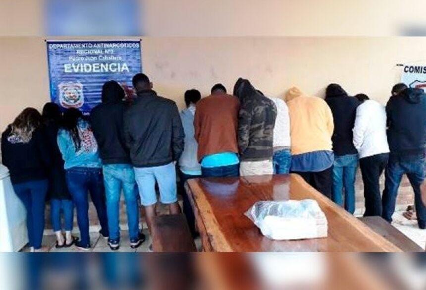 Jovens no dia em que foram presos. - Crédito: (Porã News)