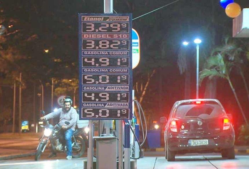 Posto de combustível na Asa Sul que vende gasolina a R$ 5,01 — Foto: Reprodução/TV Globo