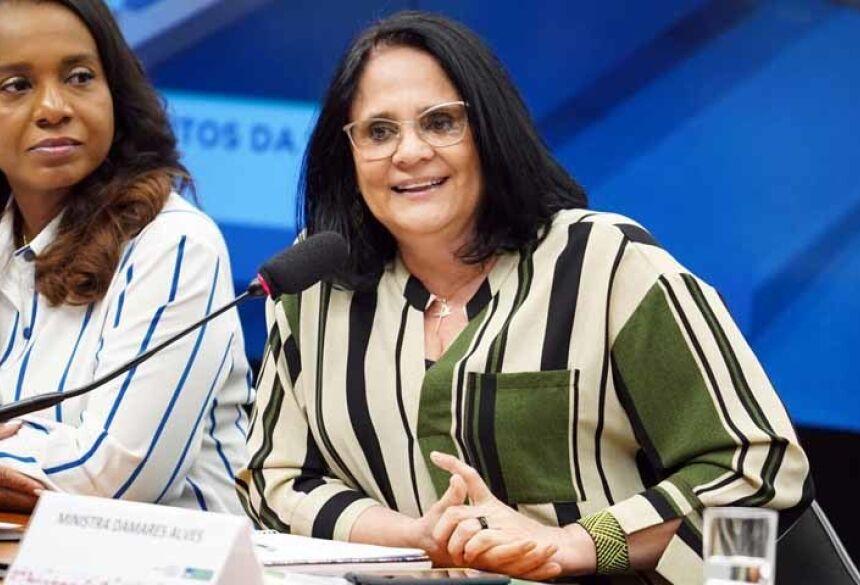 A ministra da Mulher, da Família e dos Direitos Humanos, Damares Alves, durante audiência na Câmara — Foto: Pablo Valadares/Câmara dos Deputados