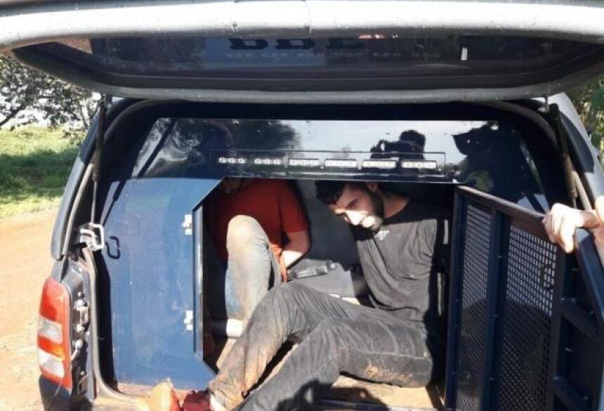 Os dois traficantes foram localizados na mata por policiais rodoviários federais