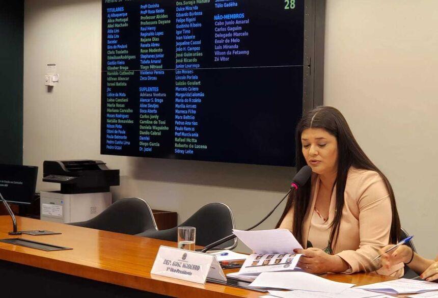 Rose protocola emenda que mantém regras nas aposentadorias dos professores na Reforma da Previdência
