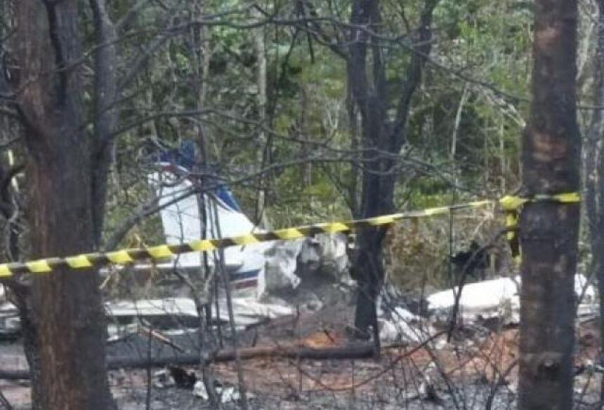 Avião do casal caiu logo após decolar na manhã desta quarta-feira (15). (Foto: Direto das Ruas)