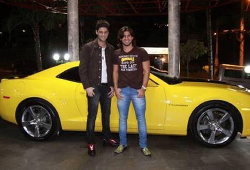 FOTO: DIVULGAÇÃO -Munhoz e Mariano devem chegar de camaro amarelo e 'sacudir' a galera na Festa da Fogueira em Jateí