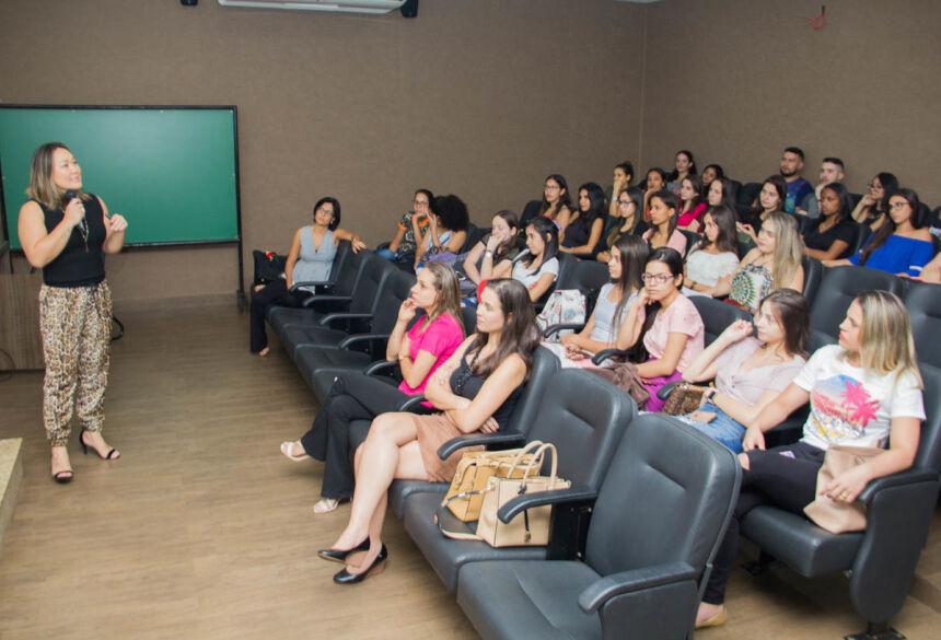 Acadêmicos de Nutrição participam de mesa temática sobre as diferentes áreas de atuação profissional