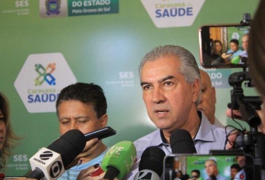 Reinaldo Azambuja (PSDB) durante entrevista coletiva no Hospital Regional (Foto: Marina Pacheco)