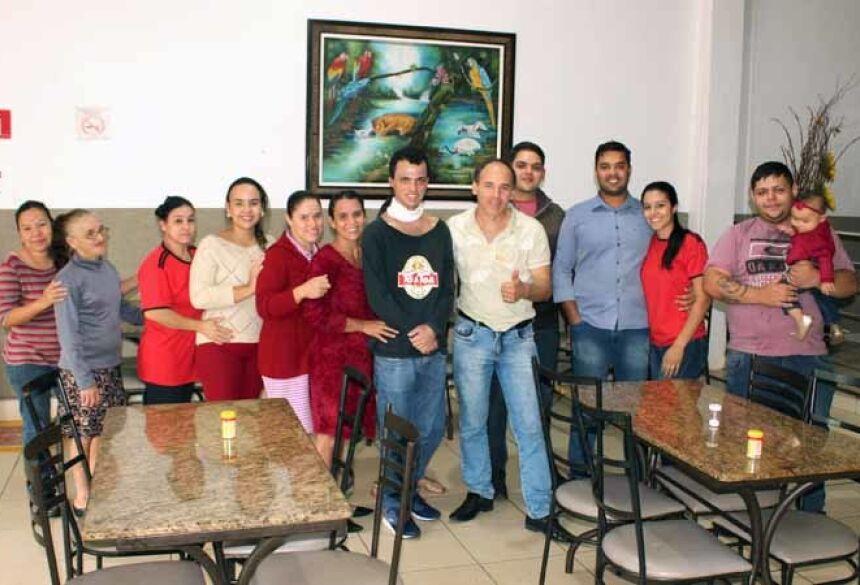 Familiares e amigos se reuniram para recepcionar e dar as boas vindas ao jovem Luiz Fernando (AdeLuz)