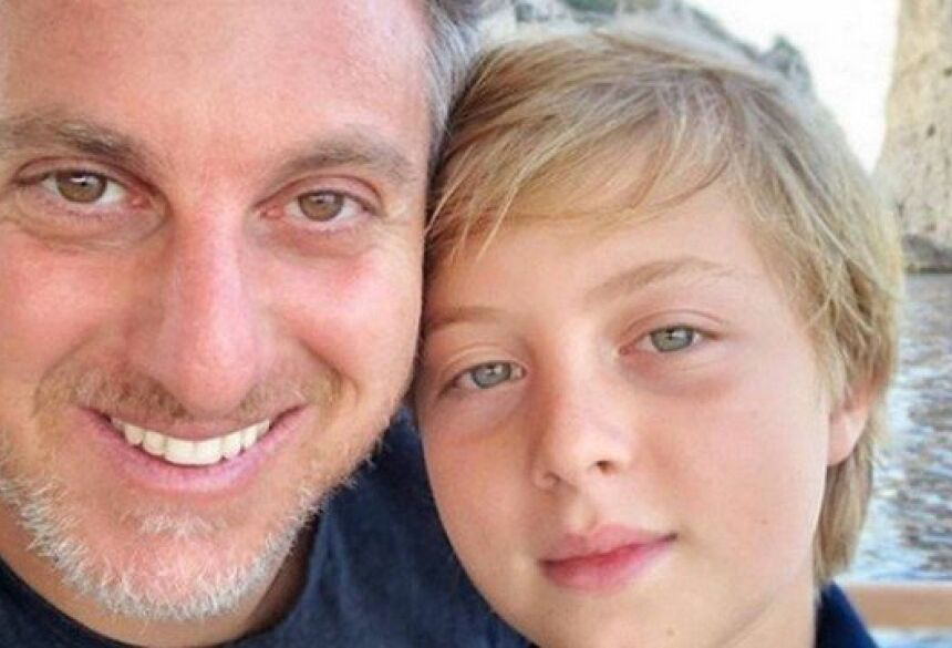 Luciano Huck e seu filho Benício, que sofreu acidente enquanto praticava wakeboard Foto: Reprodução/Instagram