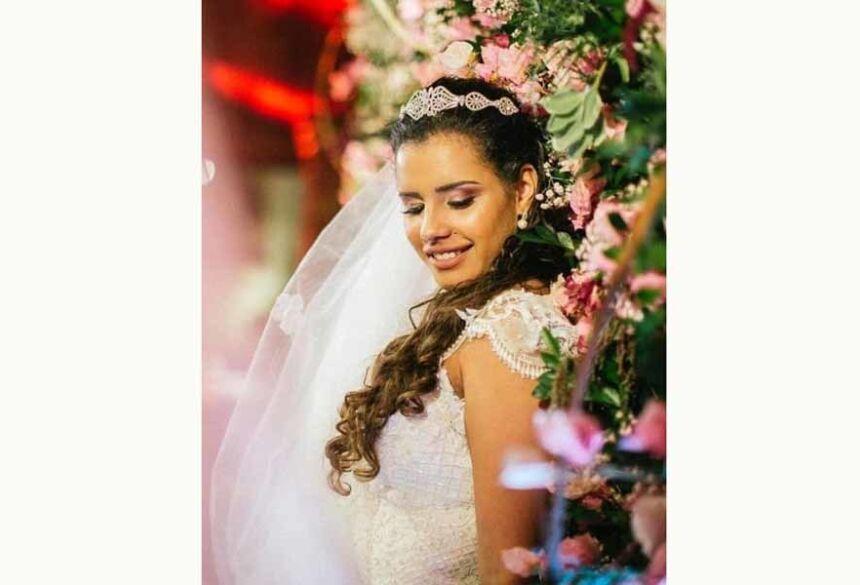 Alinne Araújo se casou sozinha neste domingo - Carolina Azevedo