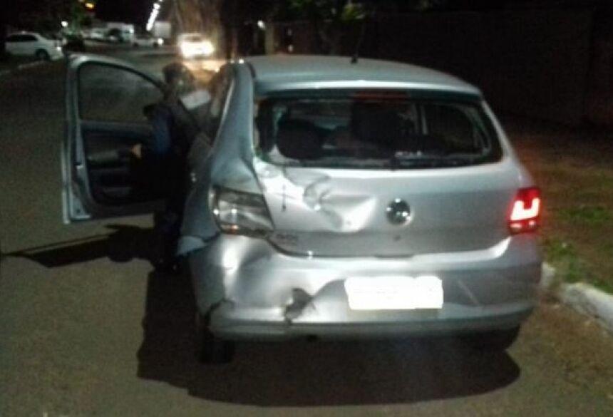 Motorista embriagado tenta agredir mulher com bebê no colo e bate em dois veículos em Deodápolis