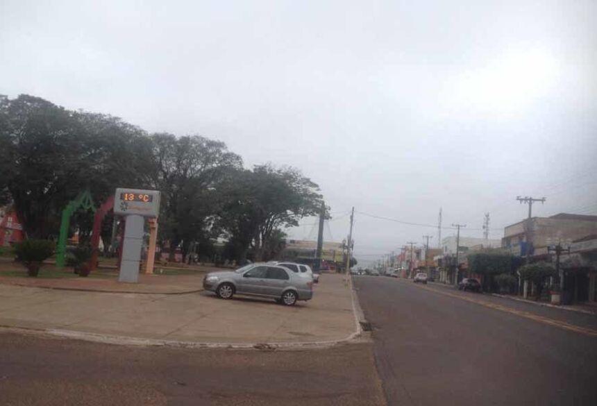 Termômetro da Praça Getulio Vargas marcou hoje, as 7:30 hs 13º (Adeluz)