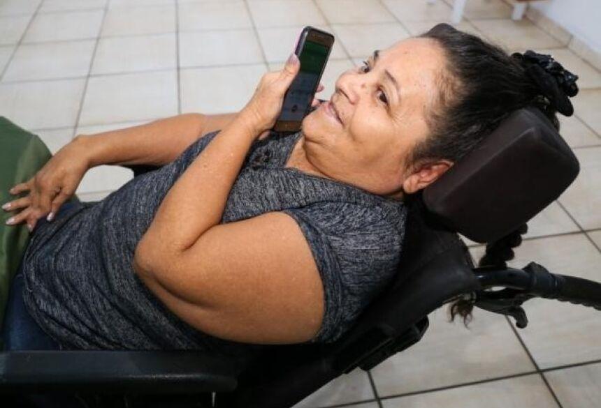 Cleonir Ferreira Martins gosta de falar no telefone (Foto: Arquivo pessoal)