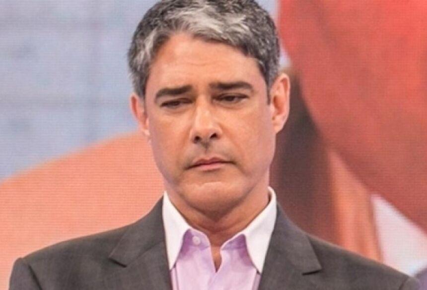 """William Bonner: ao vivo, apresentador desabafa sobre luta contra vício inacreditável: """"Vou tratar isso no médico"""" (Reprodução: TV Globo)"""