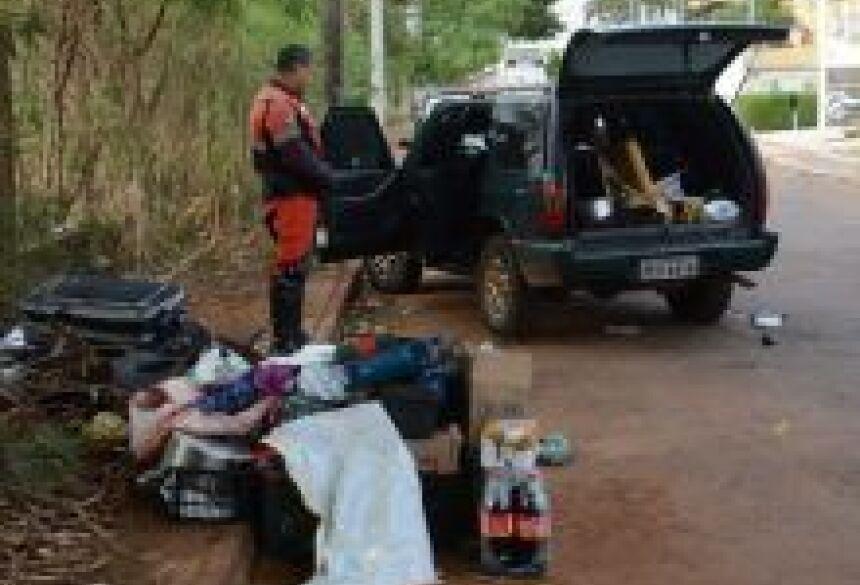 Veículo estava cheio de lixo - Foto: Bruno Henrique/Correio do Estado