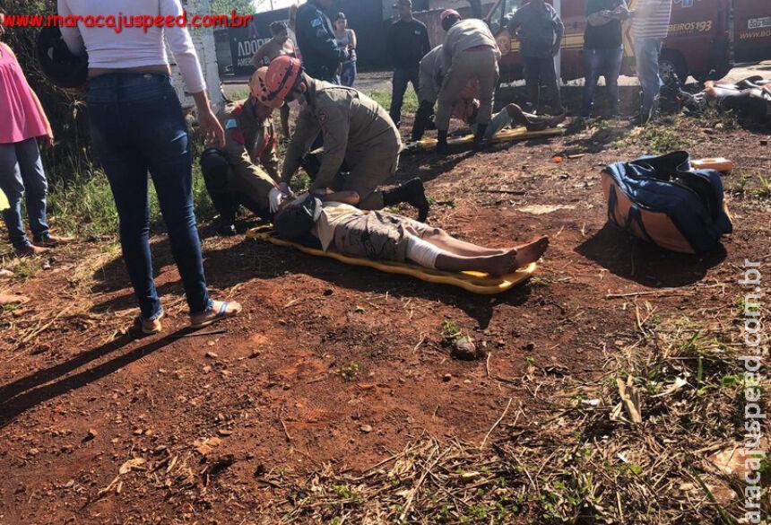 Militares do Corpo de Bombeiros realizando os primeiros socorros das vítimas. / Foto: Robertinho