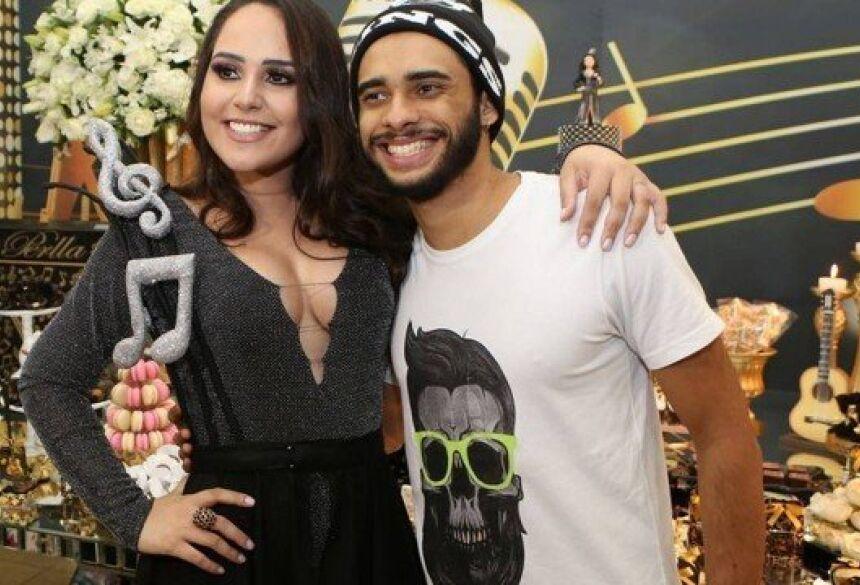 Perlla com o ex-marido Foto: Divulgação