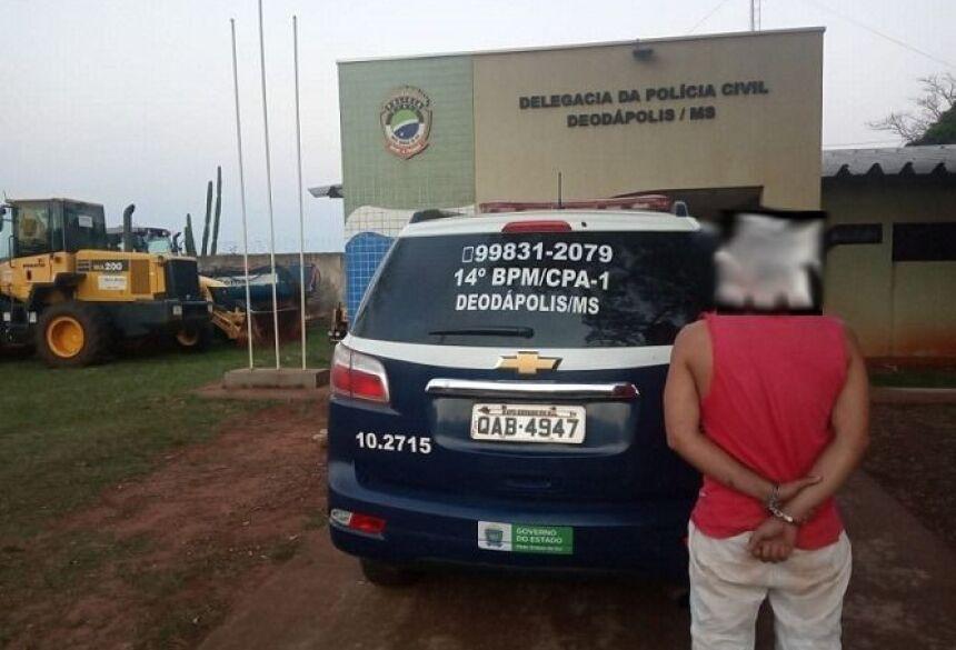 Homem é preso por violência doméstica e matar cachorro com 'chute' em Deodápolis
