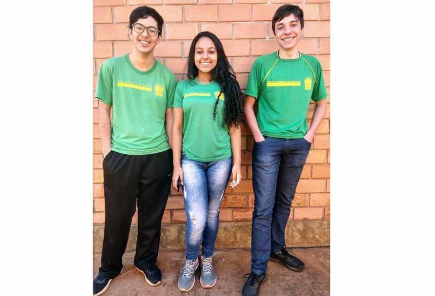 Os estudantes Yan (2°A), Luana (2°A) e Caetano (1°A), da Escola Vicente Pallotti