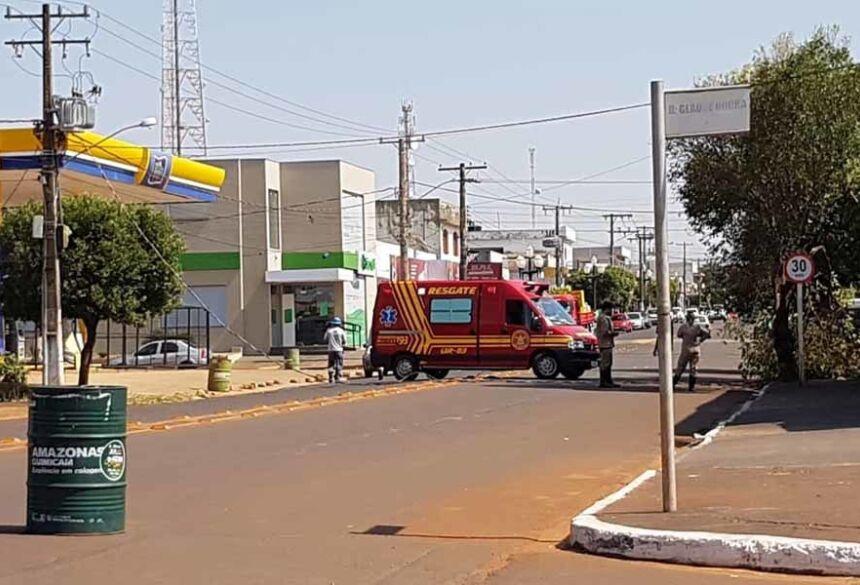 FOTO: ROGÉRIO SANCHES / FÁTIMA NEWS - Av. interditada, nas proximidades do Banco Sicredi, após a Av. Presidente Vargas.