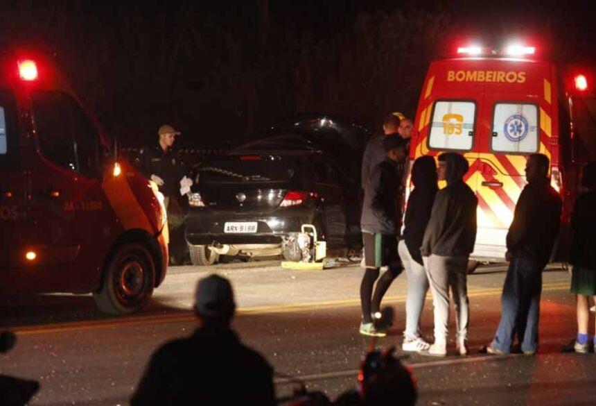 TDois morreram e outros quatro ficaram feridos em acidente na Rodovia dos Minérios. Foto: Lineu Filho/Tribuna do Paraná
