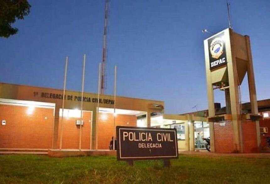 A Polícia Militar foi acionada e prendeu o rapaz em flagrante no imóvel.