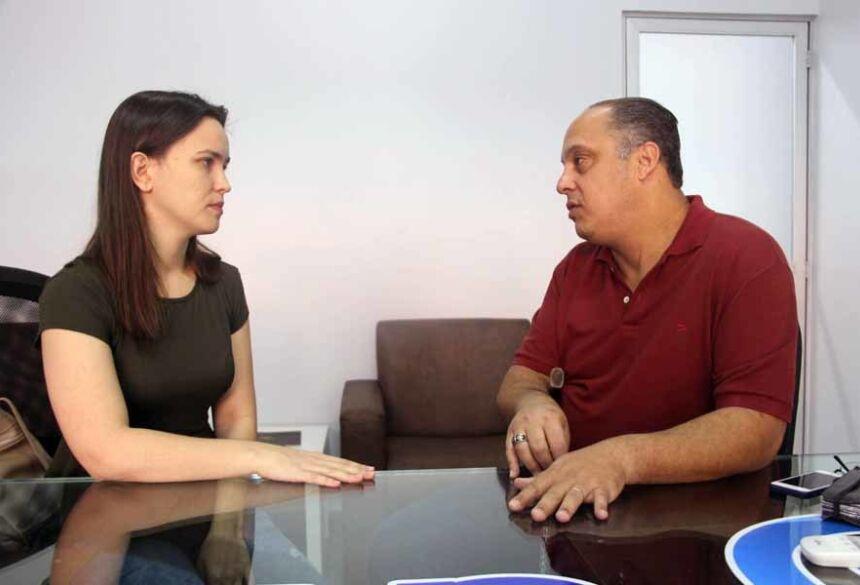 Professora Pricila Pesqueira de Souza e o acadêmico Sandro de Toledo do curso de Psicologia da UNIGRAN