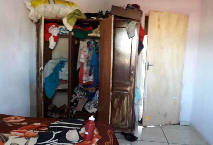 Guarda-roupa onde criança foi localizada - Foto: Divulgação/Polícia Civil