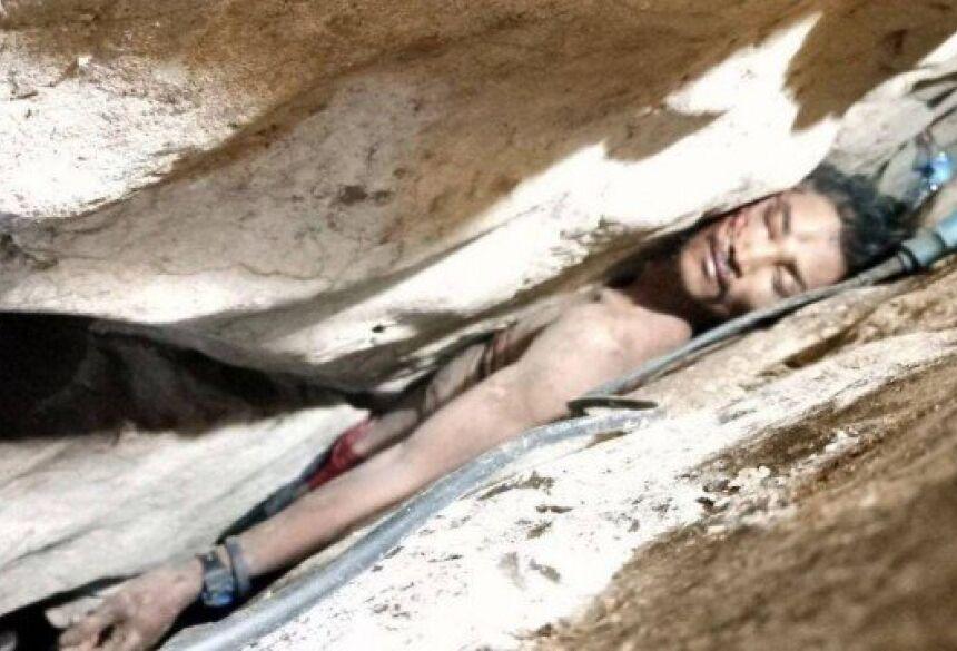 Cambojano preso em fenda de montanha Foto: Reprodução/Twitter(@SophengCheang)