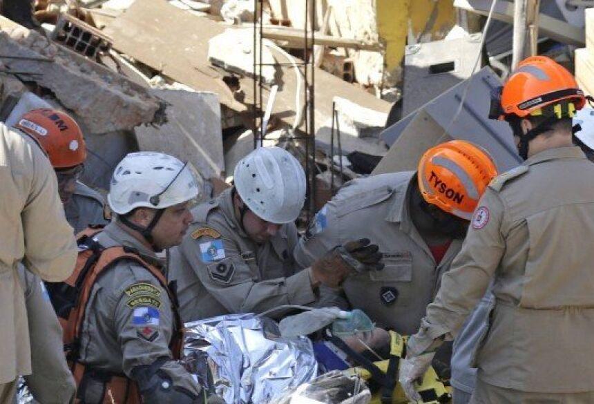 Raiane no momento em que foi resgatada Foto: Gabriel Paiva / Agência O Globo