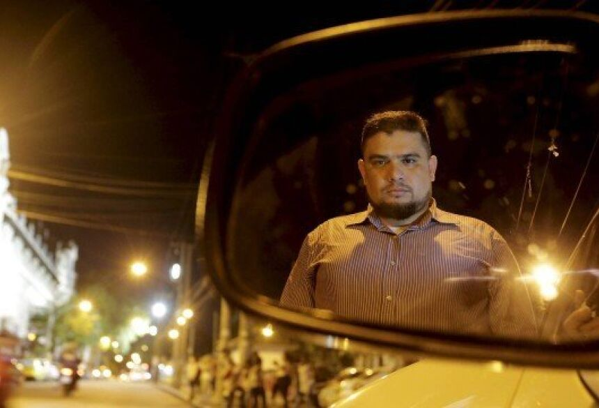 Thiago teve seu carro roubado na Baixada Fluminense Foto: Domingos Peixoto / Agência O Globo
