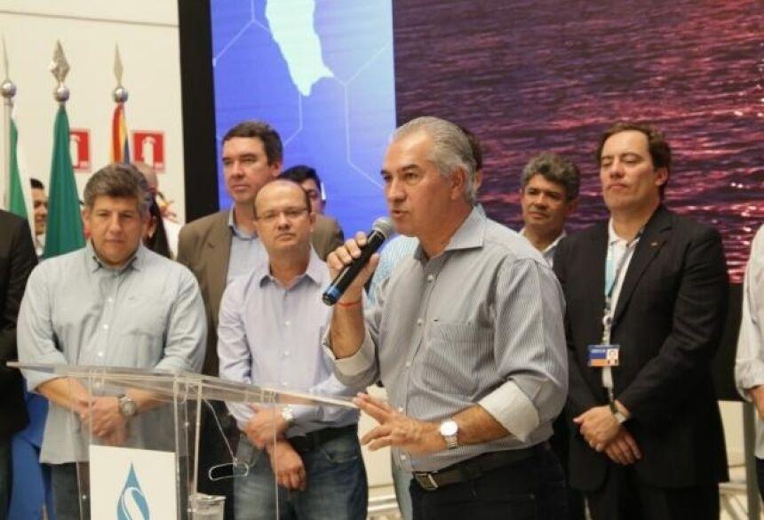 Governador Reinaldo Azambuja (PSDB), durante evento na sede da Sanesul (Foto: Kisie Ainoã)