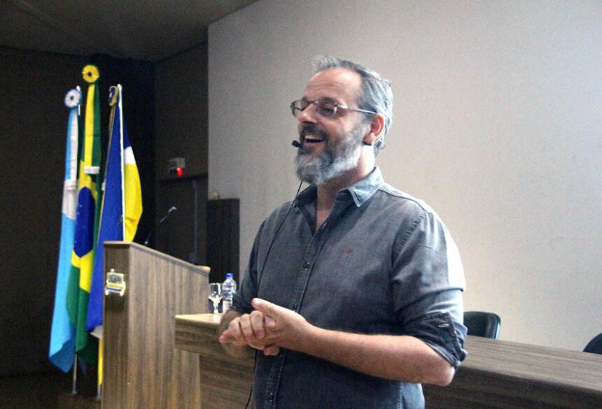 Marcos Malamut durante palestra aos acadêmicos da UNIGRAN