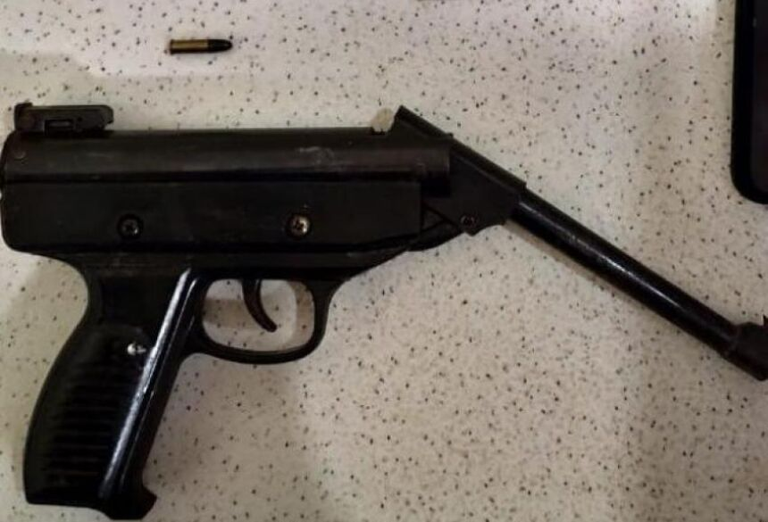 A arma havia sido adulterada e estava municiada