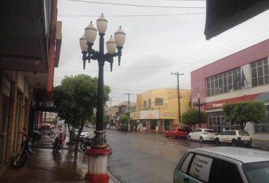 Manhã de quarta feira chuvosa em Fátima do Sul (AdeLuz)