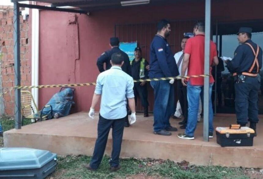 Local onde comerciante foi morto por pistoleiros, agora à tarde em Pedro Juan Caballero (Foto: Porã News)