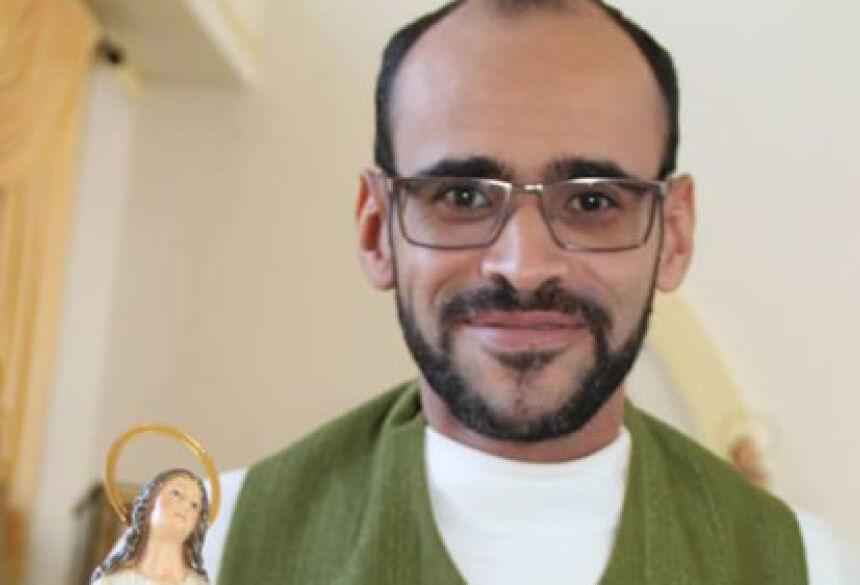 A vítima contou à polícia que conheceu o padre, de 37 anos, na cidade de Campina da Lagoa, próximo de Campo Mourão, no oeste do estado, e desde então, os dois passaram a se relacionar