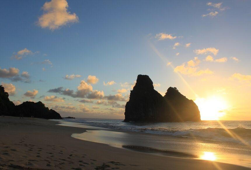 O Brasil tem um litoral bastante arenoso com muitas enseadas, pequenas ilhas e paisagens paradisíacas