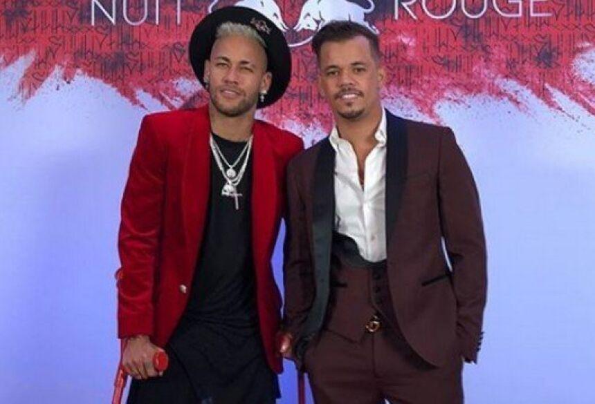 Neymar não anda só. Sempre que pode está acompanhado por seus parças.