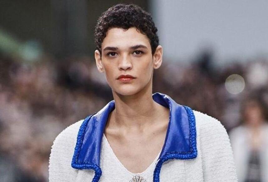 A modelo de 23 anos Kerolyn Soares deslumbrou o mundo