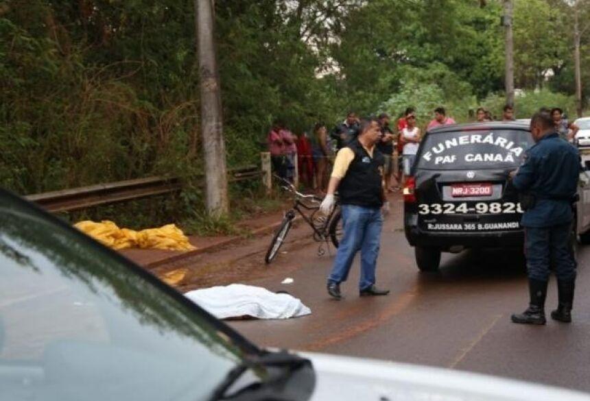 Adolescente morreu no local do acidente. (Foto: Paulo Francis)