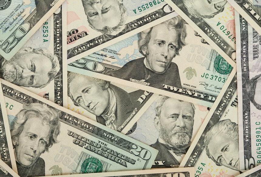No mercado à vista, o dólar fechou em alta de 0,38%, a R$ 4,1696, a maior cotação desde 23 de setembro.