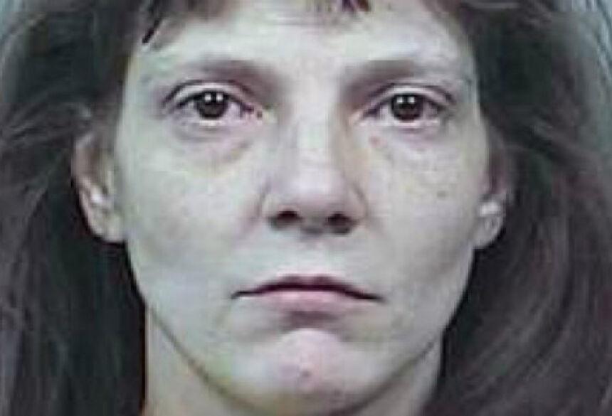foi condenada a 10 meses de prisão domiciliar.