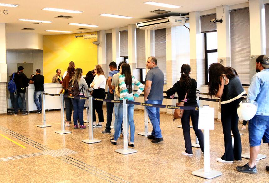 o pagamento da folha efetuado pelo Governo ainda movimenta o comércio e aquece a economia sul-mato-grossense.