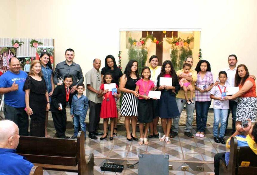 Foram batizados cinco crianças e um adulto.Imagens: AdeLuz
